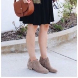 VINCE CAMUTO Perra Ankle Boots, Brown suede 8